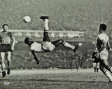 Pelé Autographed 16x20 B&W Bicycle Kick Photo - PSA Auth *Black