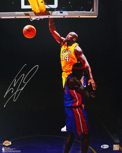 Shaquille O'Neal Autographed LA Lakers 16x20 Dunking Over Wallace FP Photo - Beckett W Auth *Silver