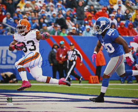 Trent Richardson Autographed Browns 16x20 Against NY Giants Photo- JSA Auth