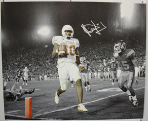 Vince Young Autographed 20x24 B&W w/ Color Canvas- TriStar Authenticated