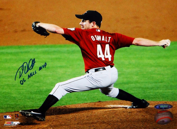 Roy Oswalt NLCS MVP Signed 8x10 Horizontal Throwing Stance Photo- Tri-Star-Auth
