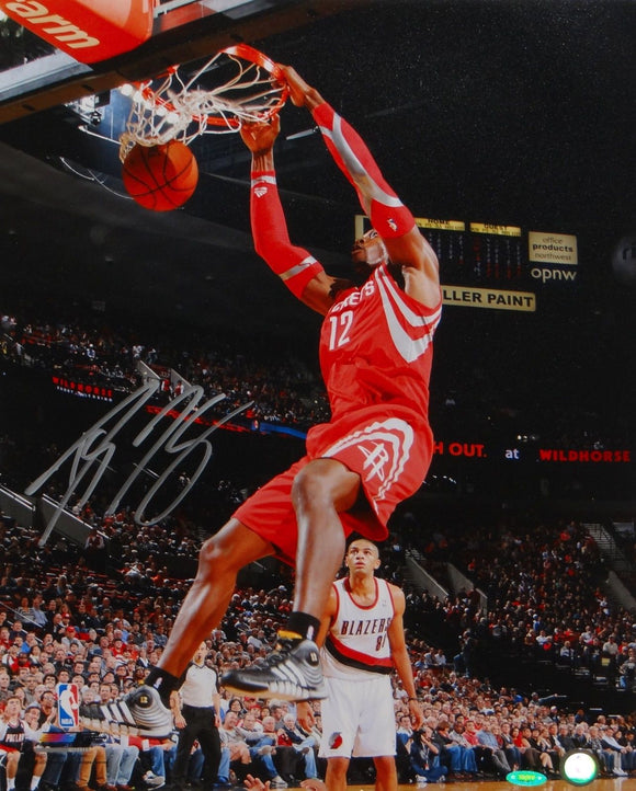 Dwight Howard Autographed 16x20 Dunking Photo- TriStar Authenticated