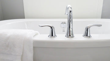 How to Clean Your Bathtub in 6 Easy Steps