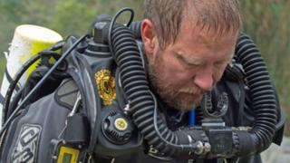 Cave rescue: The Australian diving doctor who stayed with the boys