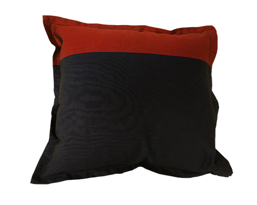 The Kutnu Throw Pillows Red Navy Medium 45x45 cm*