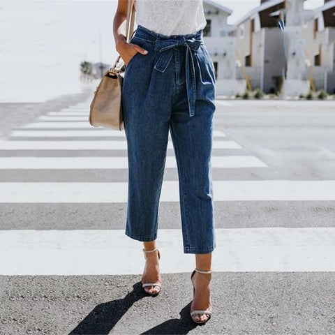 High-Waisted Strappy Eight-Point Jeans