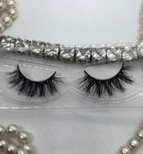 Load image into Gallery viewer, Vicki Vixen Mink 3D Lashes