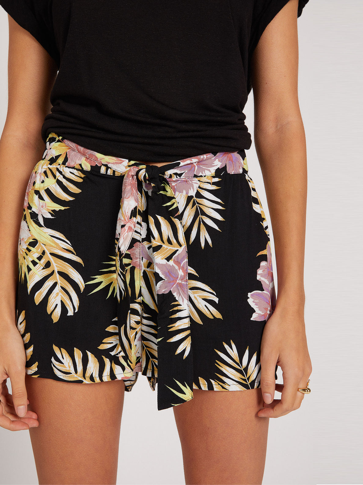 FORGET YOSELF SHORT - BLACK FLORAL PRINT (B0922000_BFP) [50]