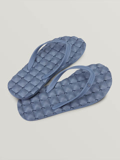 Recliner Rubber 2 Sandals In Slate Blue, Front View