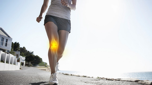 woman jogging with knee pain