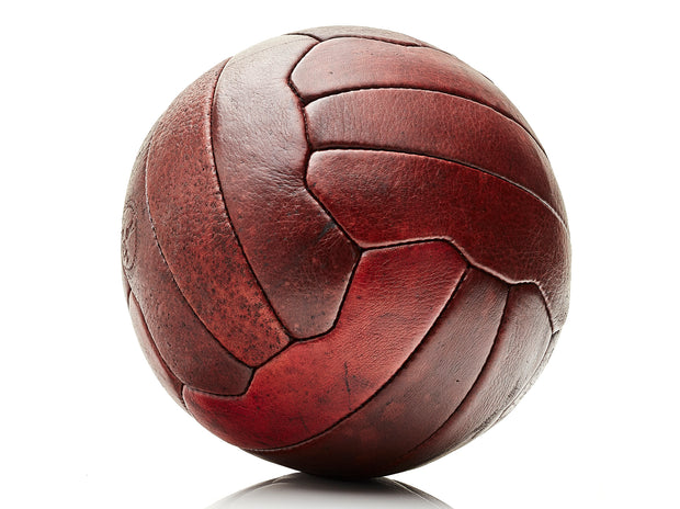 VOSS STORE AVALON MENSWEAR STORE MODEST VINTAGE PLAYER HERITAGE LEATHER SOCCER BALL