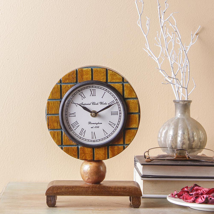 Dorothy 9Table Clock