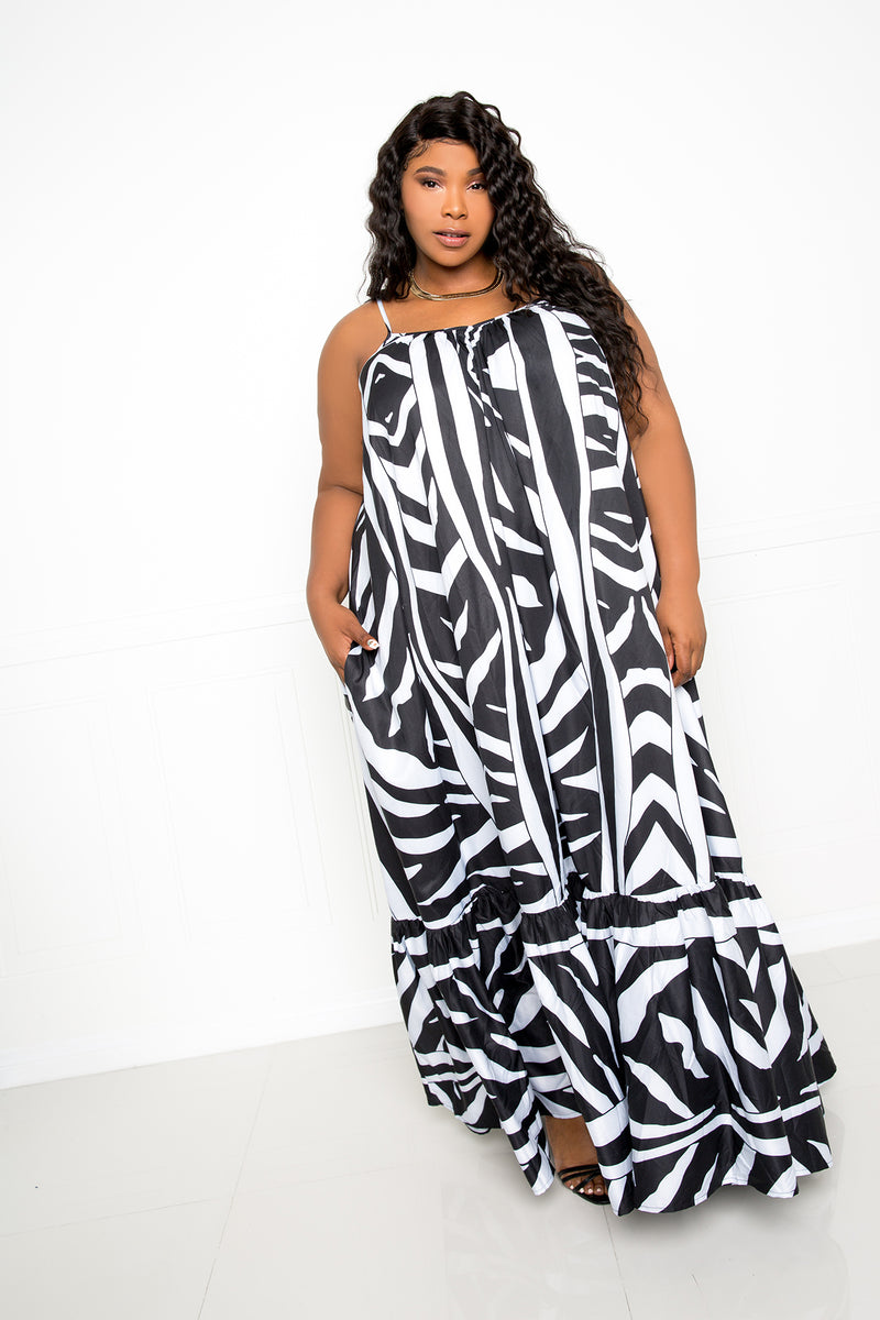 buxom couture curvy women plus size print voluminous maxi dress black and white