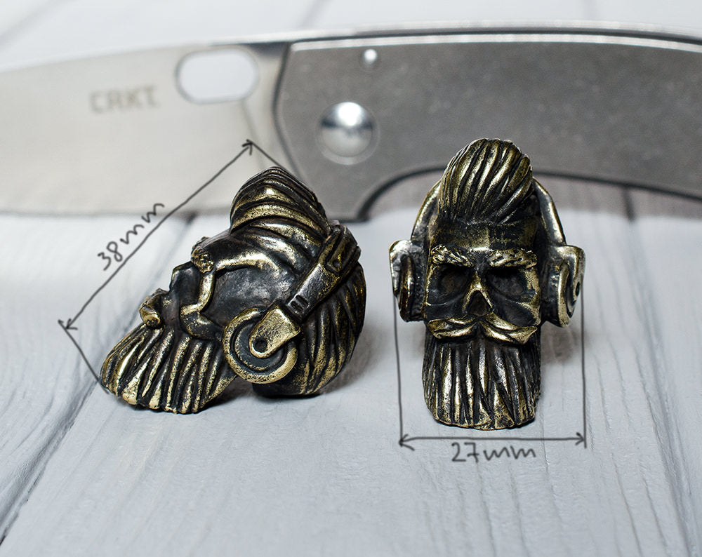 """Bearded skull with headphones"" bead"