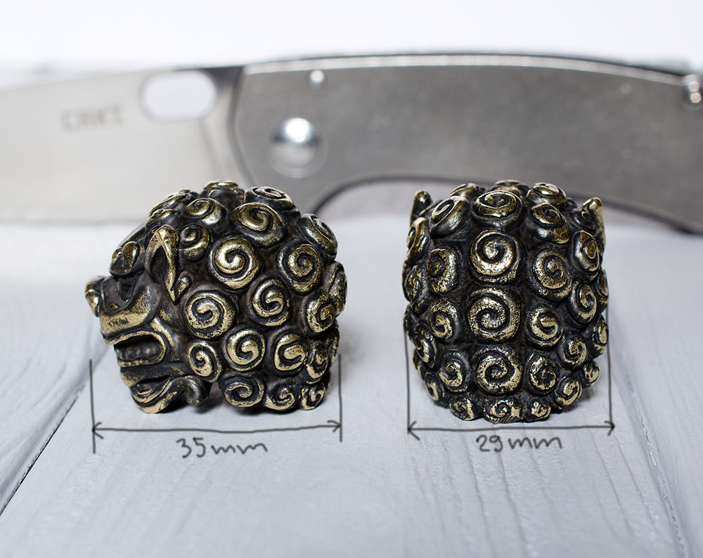 """Foo Dogs"" paracord bead"