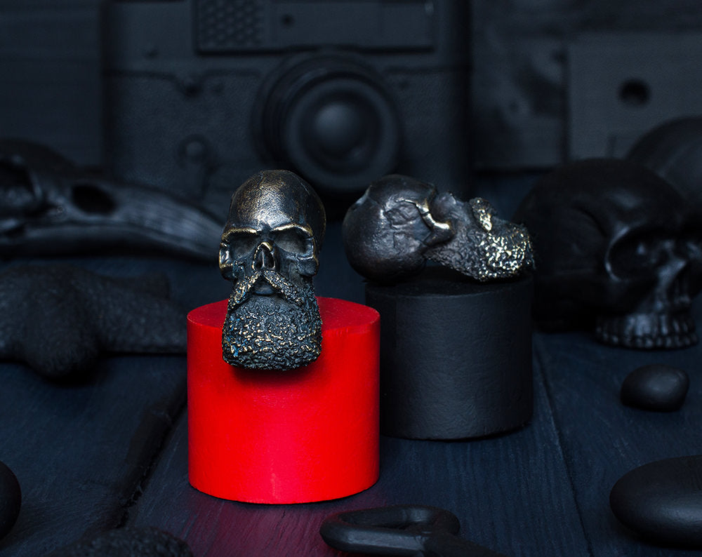 """Bald skull"" paracord bead"
