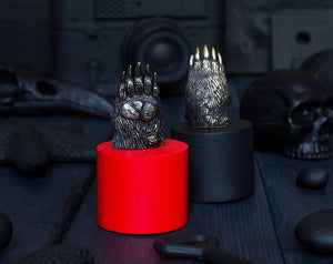 """Bear's paw"" paracord bead"