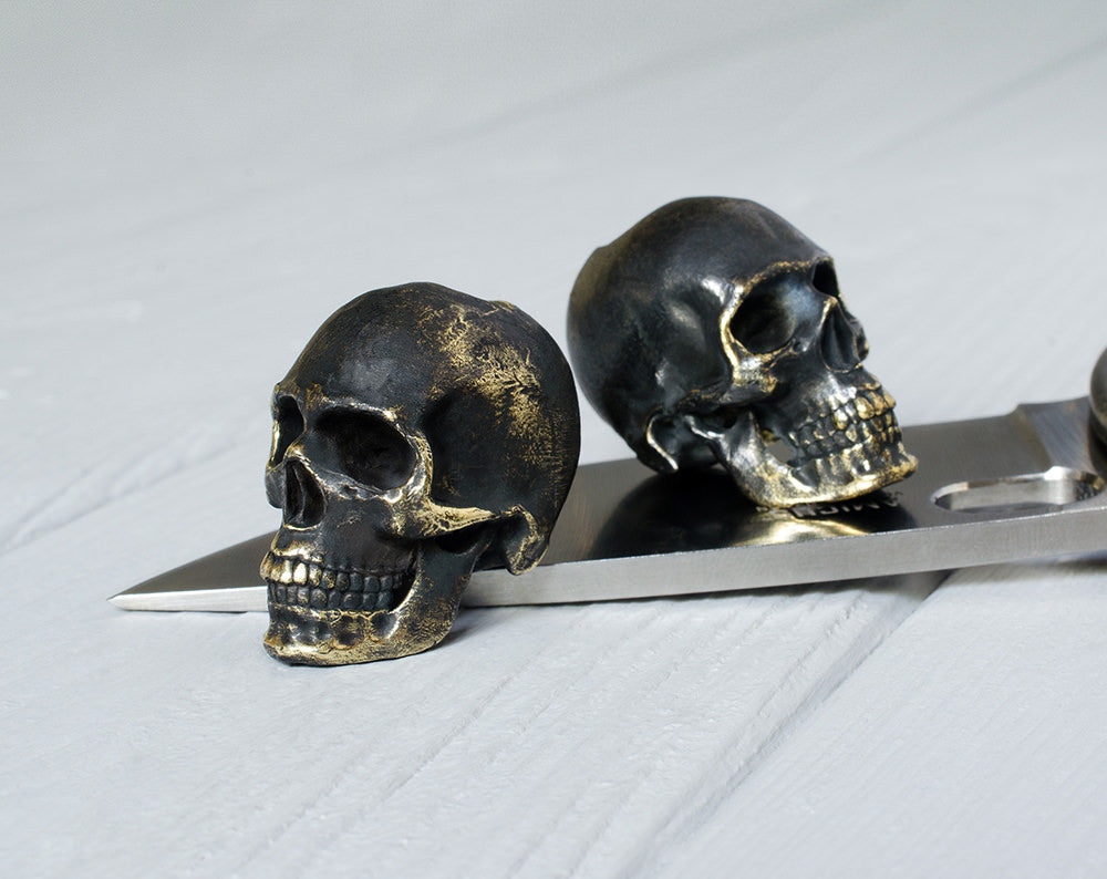 """Dark anatomical human skull"" bead"