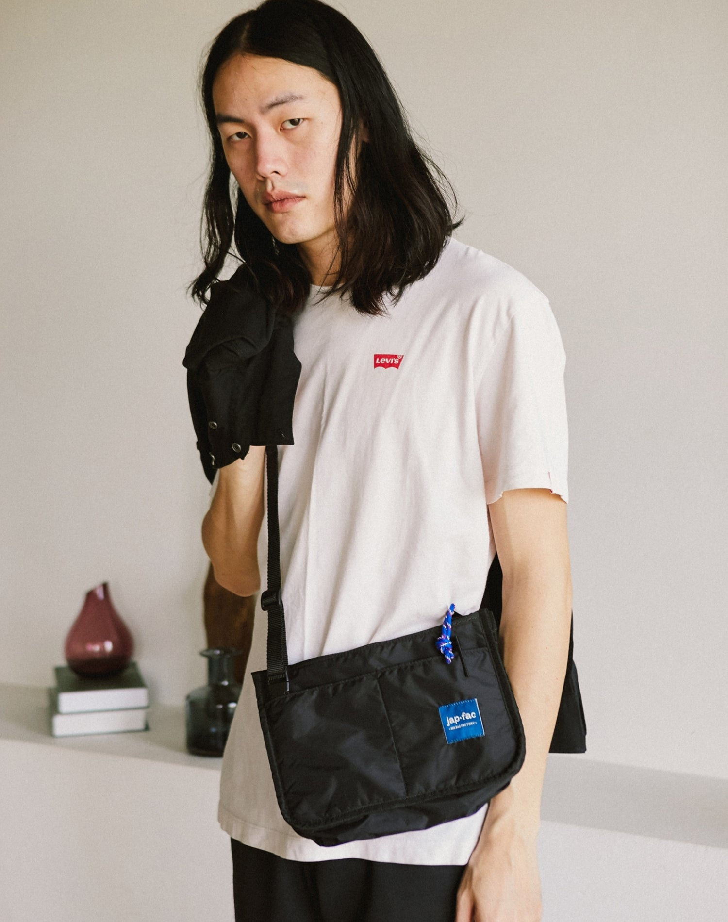 Black Candy Waterproof Nylon Shoulder Bag.黑色防水尼龍單肩斜挎袋