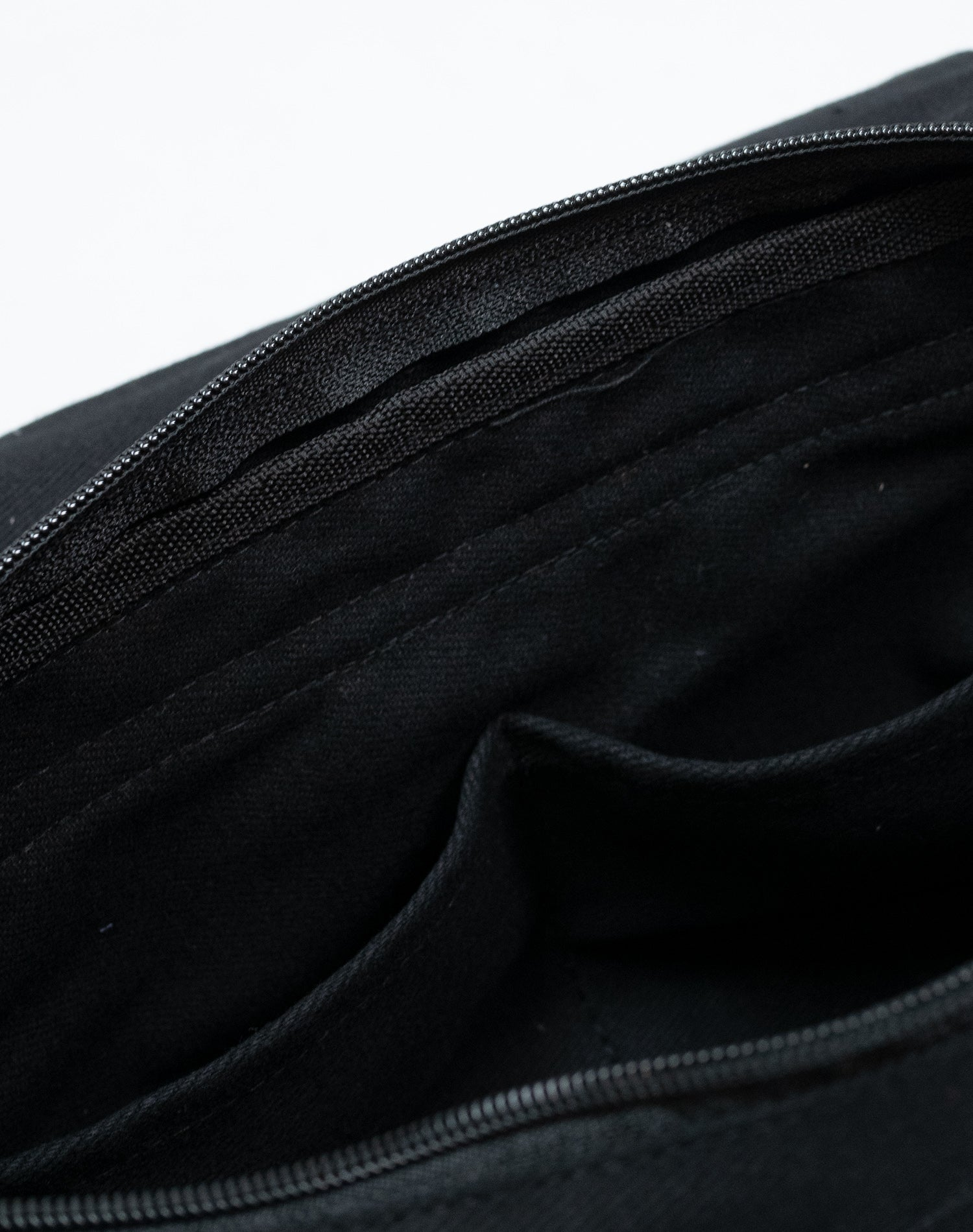 Jet Black Keeply Belt Sling Bag.黑色帆布斜揹腰包