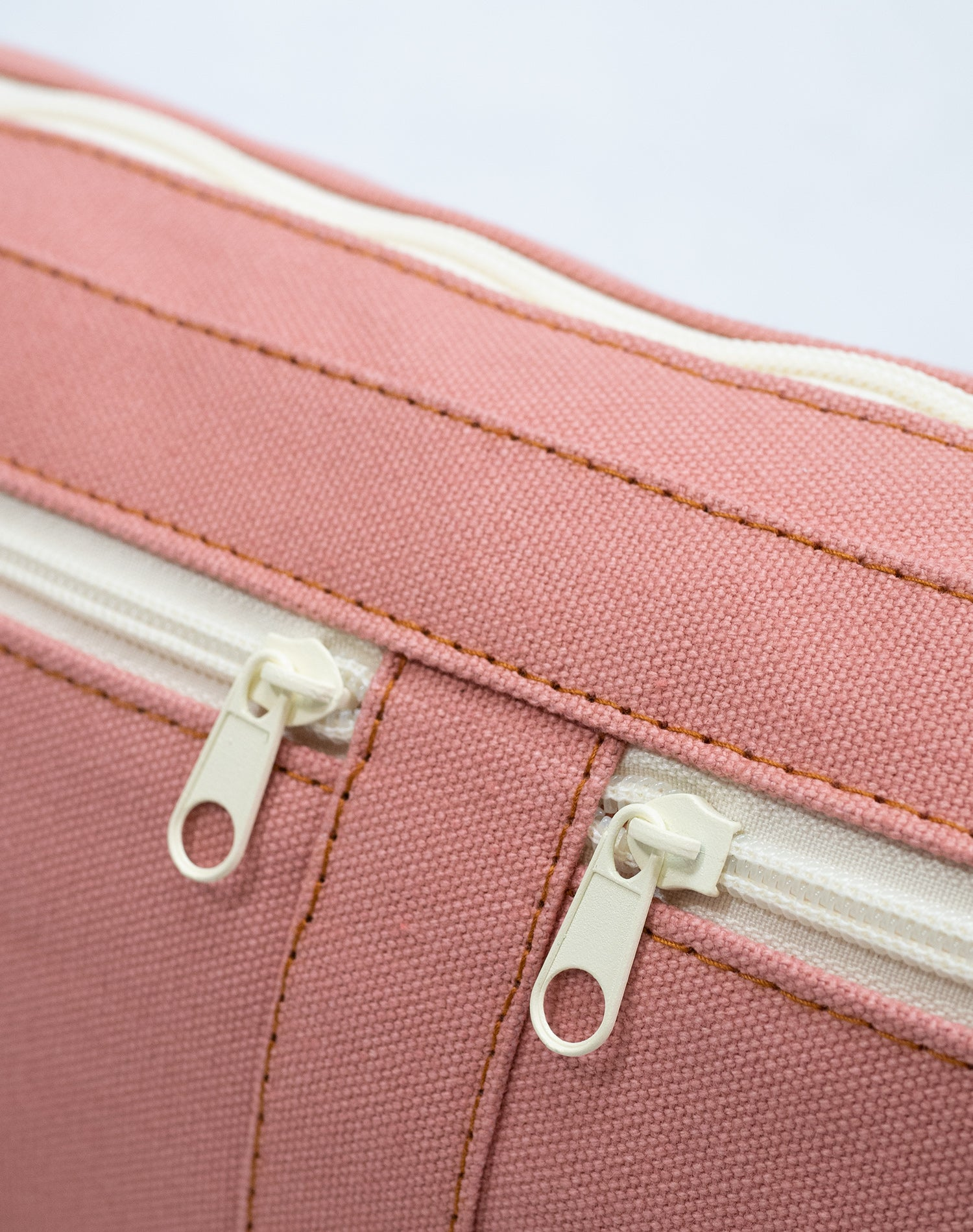 Pink Blush Canvas Belt Sling Bag.粉系帆布斜揹腰包