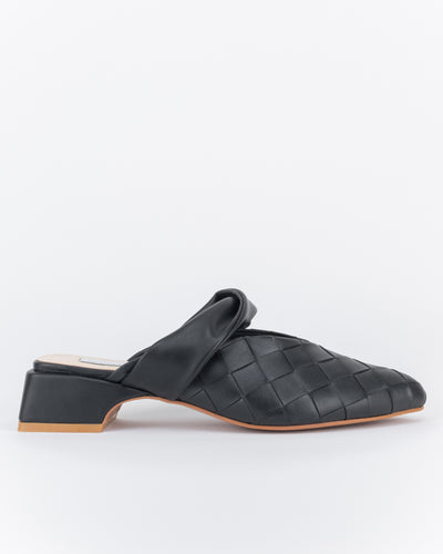 Syawal Point Toe Mules (Nero)