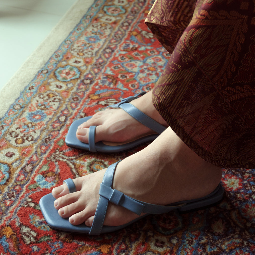 Delima Bow Flat Sandals (Blue Ashes)