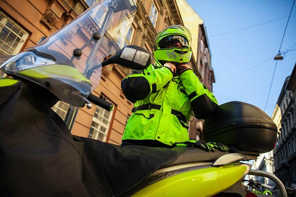 This Is Why High-Visibility Motorcycle Clothing is Essential