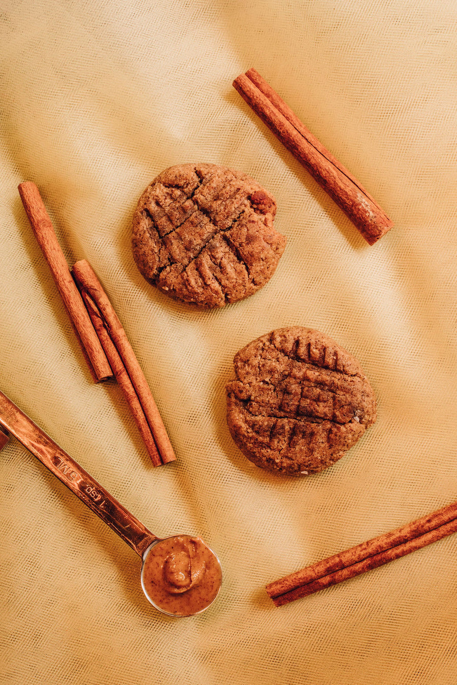 CINNAMON ALMOND BUTTER OATMEAL COOKIE