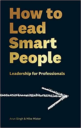 How to Lead Smart People: Leadership for Professionals(Hard back)
