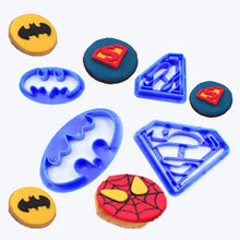 Load image into Gallery viewer, HALLOWEEN BATMAN & SUPERMAN CUTTERS SET 4 PCS