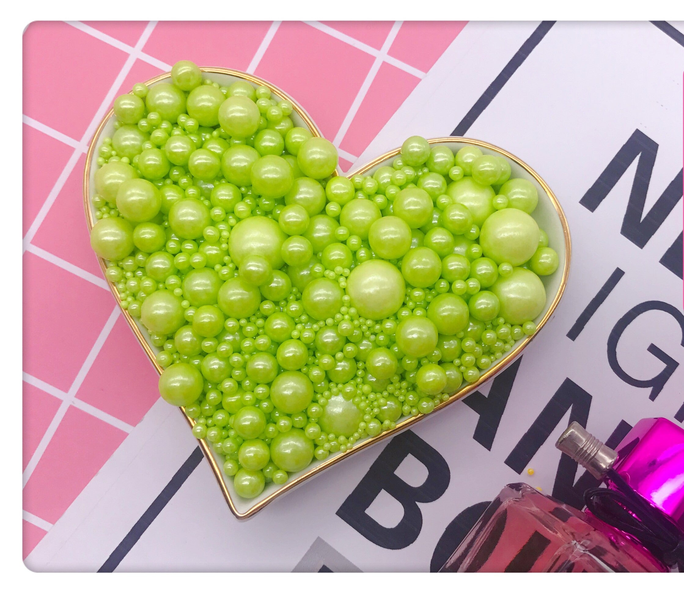 EDIBLE MIXED SIZES GREEN SUGAR PEARLS 125 GMS