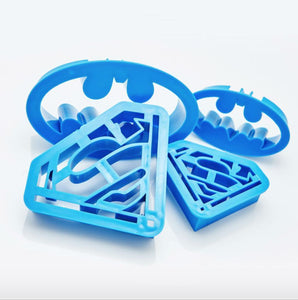 HALLOWEEN BATMAN & SUPERMAN CUTTERS SET 4 PCS