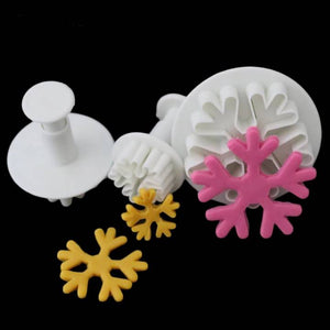 SNOW FLAKES CUTTERS 3PCS
