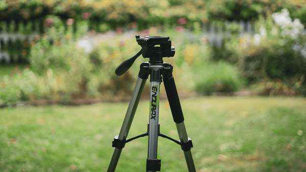 How to choose perfect light and sturdy camera tripod for your camera?