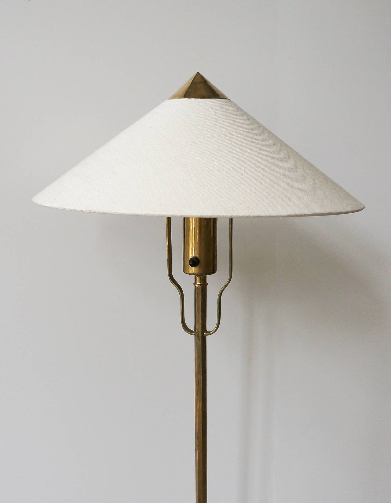 Paavo Tynell Floor Lamp Model 5762 Manufactured by Taito Oy Finland 1940s
