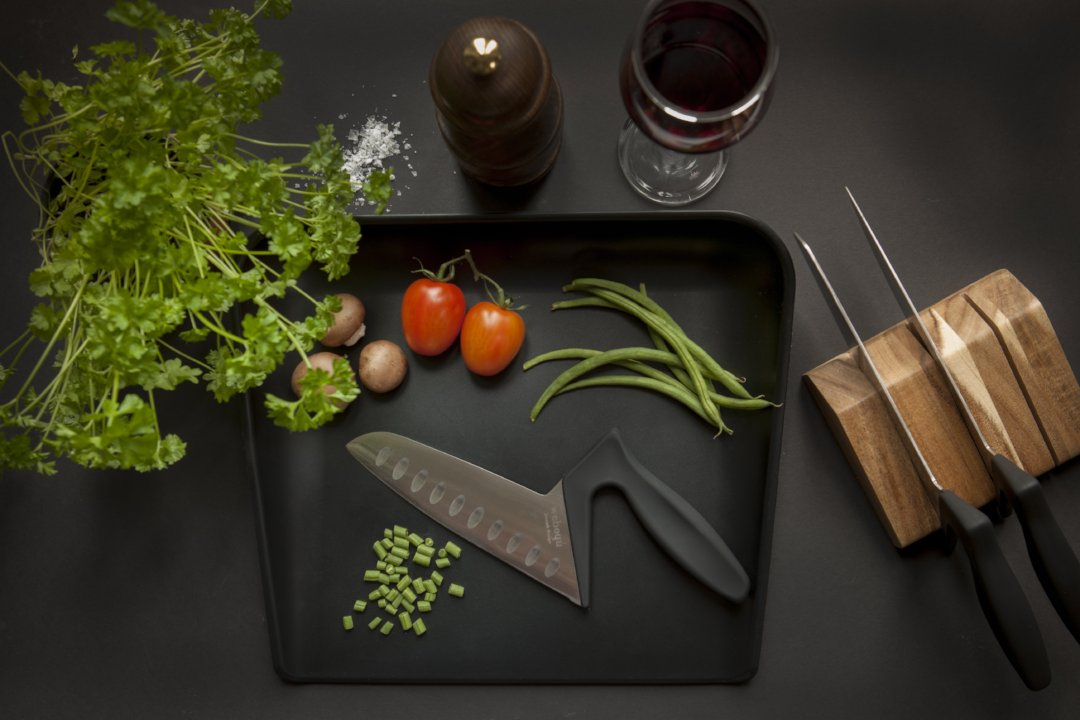 Spill safe cutting board