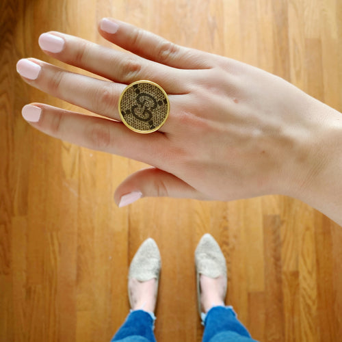 Moon and Lola - Goji Round Ring in medium