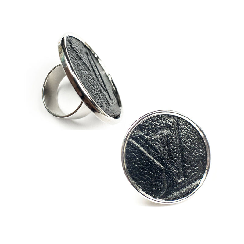 Moon and Lola - Leone Embossed Round Ring
