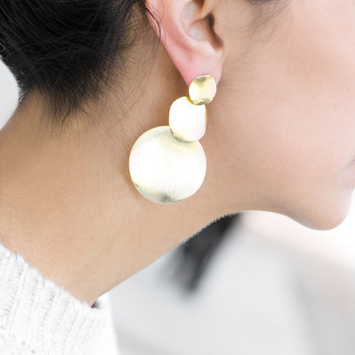 Moon and Lola - Tahna Earrings brushed gold triple circles in graduated sizes