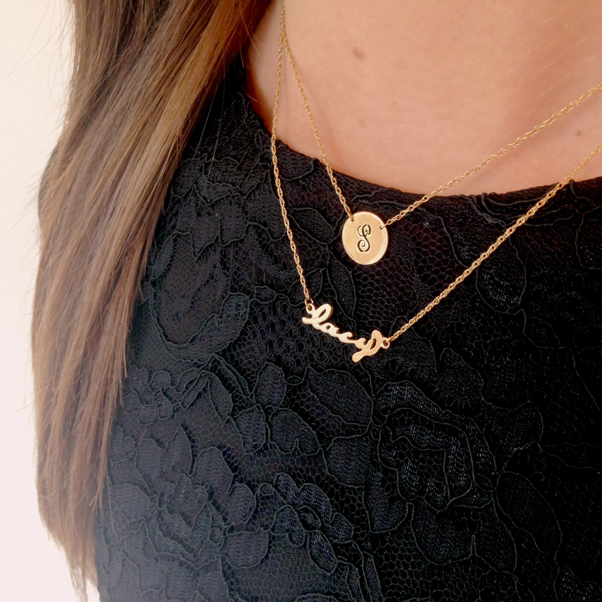 Moon and Lola -Metal Nameplace Necklace on Model