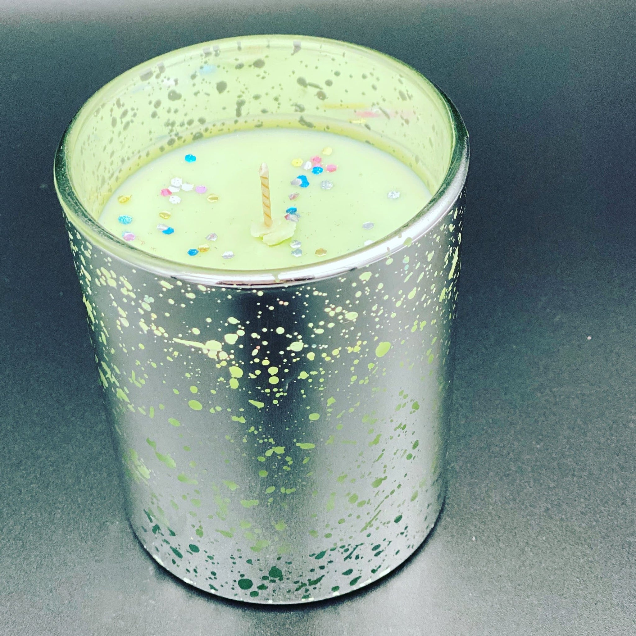 Soy wax fragrance inspired B Delicious candle - Pugglewick Candles