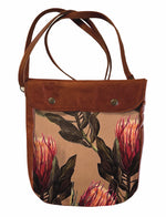 Load image into Gallery viewer, Crossover bag Peach Proteas