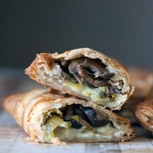 Load image into Gallery viewer, Mushroom & Leek Empanadas