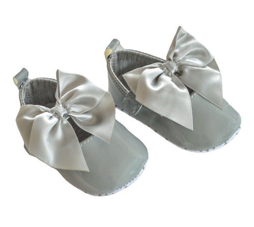 Grey soft sole bow pram shoes