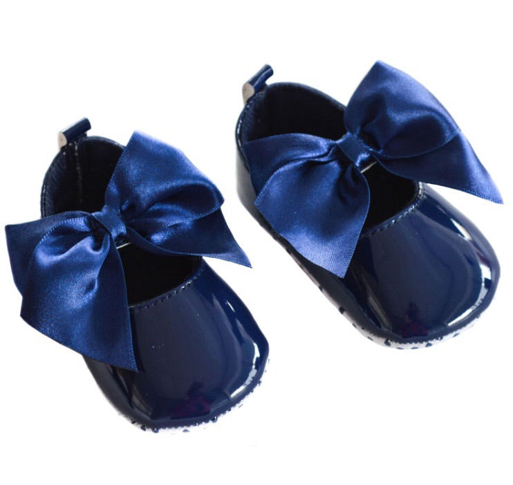 Navy soft sole bow pram shoes
