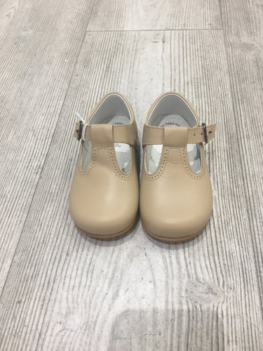Unisex T-Bar tanned shoes