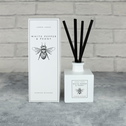 White Pepper & Peony Scented Reed Diffuser Media 1 of 2