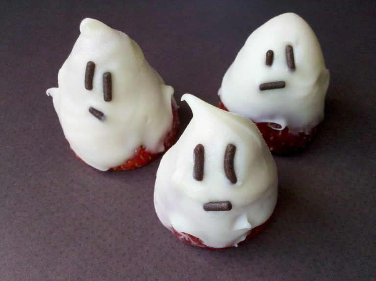Chocolate Covered Ghost Strawberries