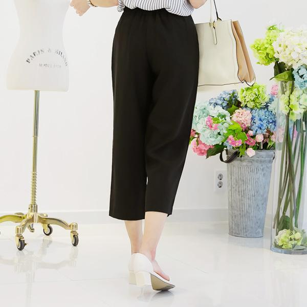 Heraposh  Bottoms Small / Black Hera Capri Pants HP-B000034